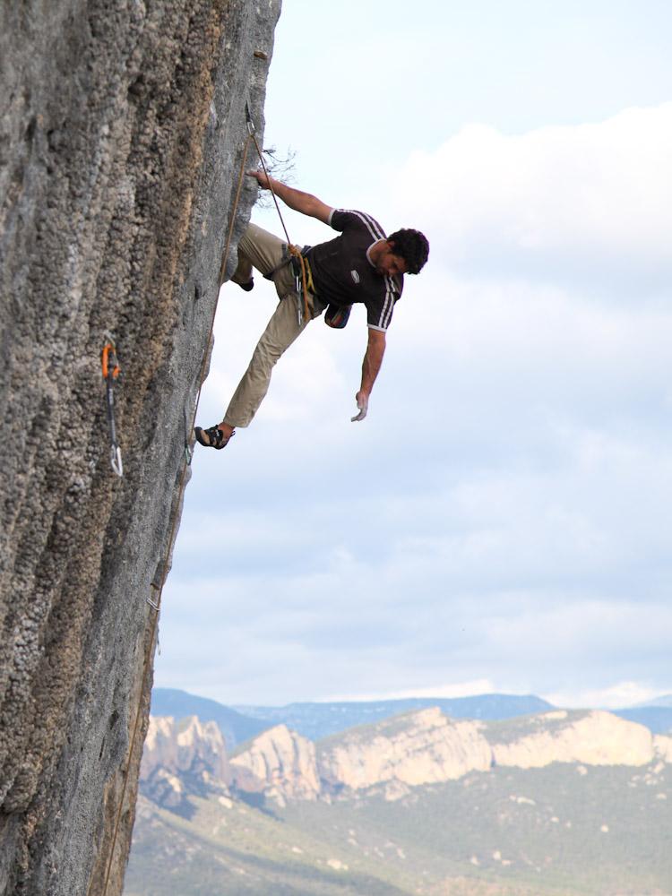 Pita climbing in Oliana .