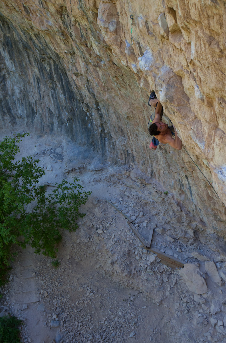 Daniel fights his way through the pumpy and classic Simple Red, 13d.